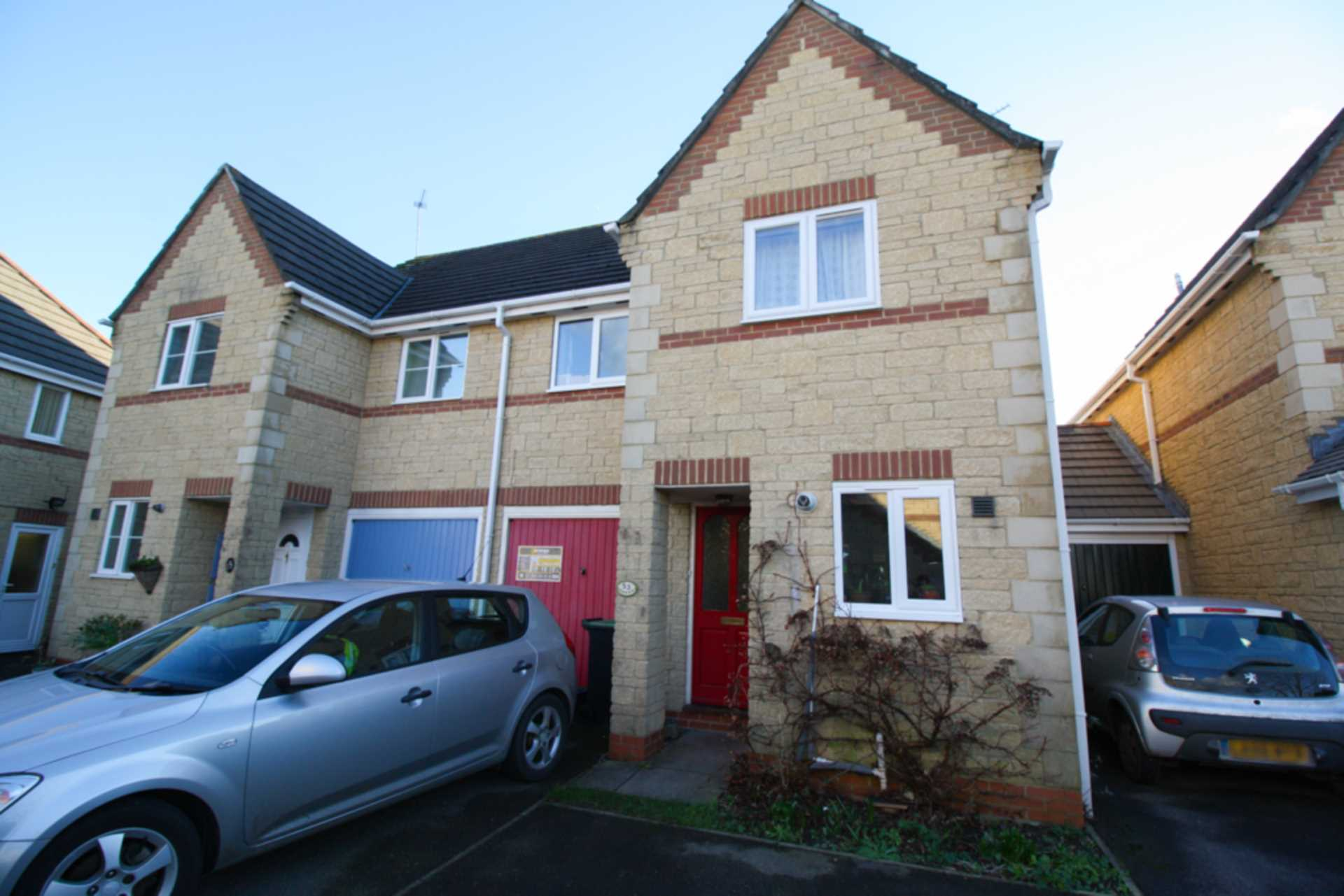 3 bed terraced house to rent in Cloverfields, Gillingham - Property Image 1