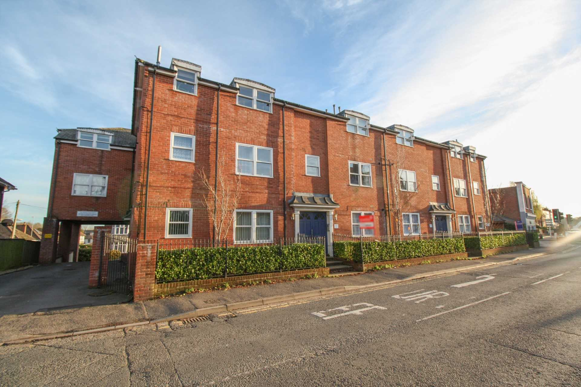 2 bed flat to rent in The Orkneys, Blandford Forum, Blandford Forum  - Property Image 1