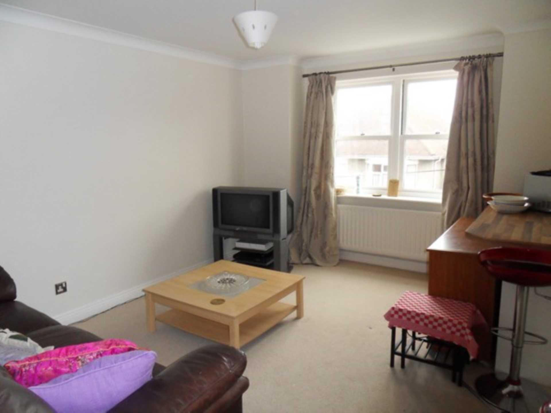 2 bed flat to rent in The Orkneys, Blandford Forum, Blandford Forum 1