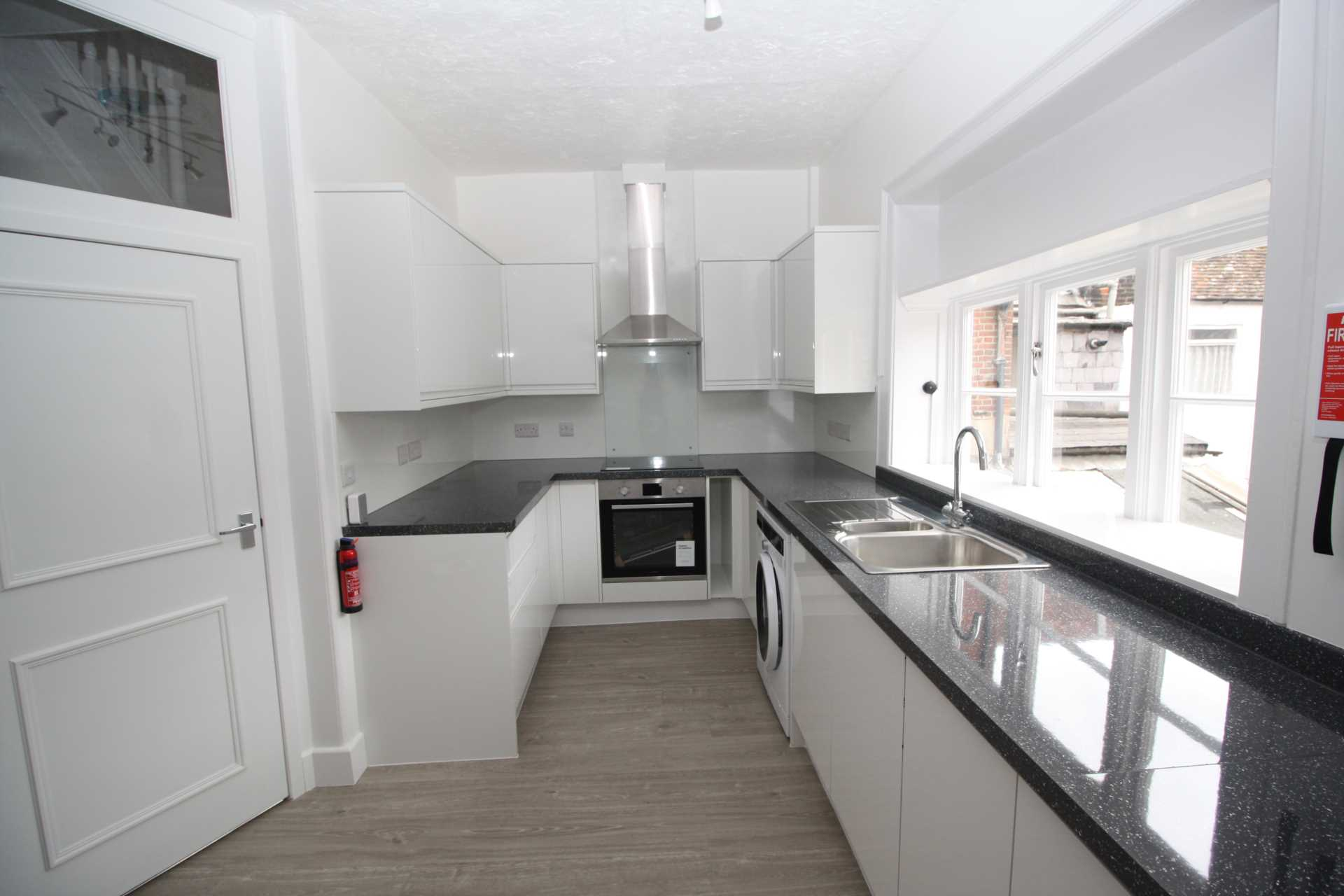 3 bed flat to rent in Market Place, Blandford Forum 0