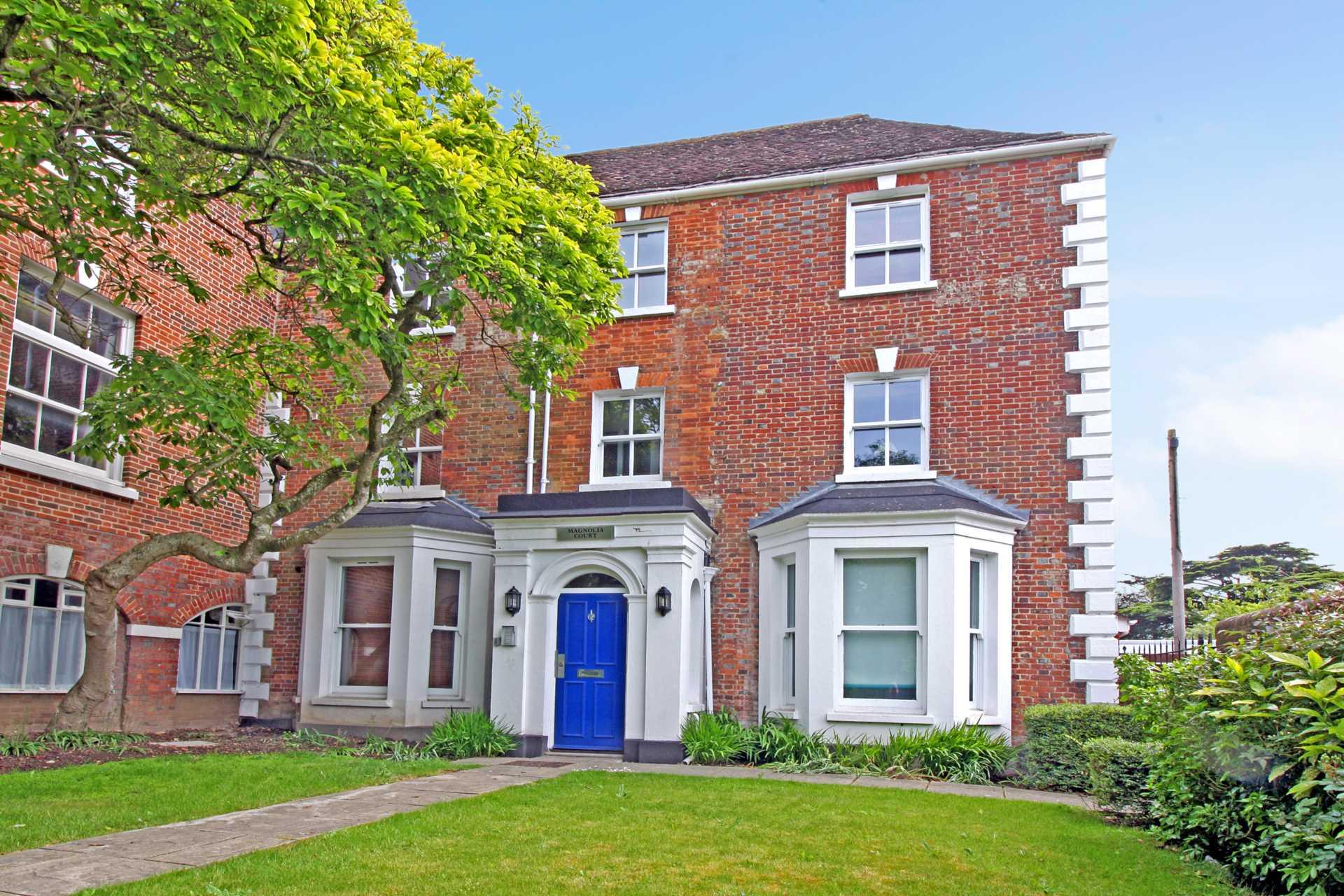 Studio flat to rent in Magnolia Court, West Street, Blandford Forum, Blandford Forum  - Property Image 1