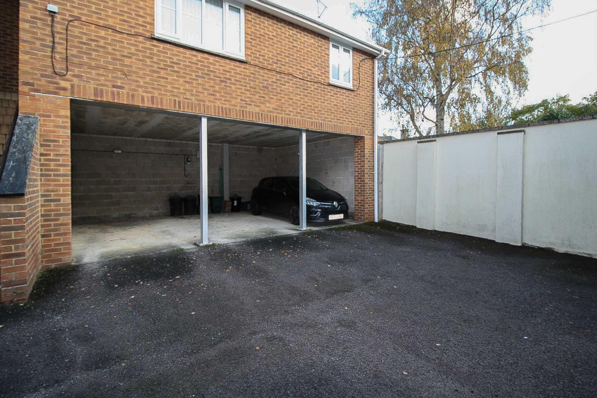 2 bed flat for sale in Dorset Mews, Dorset Street, Blandford Forum  - Property Image 6