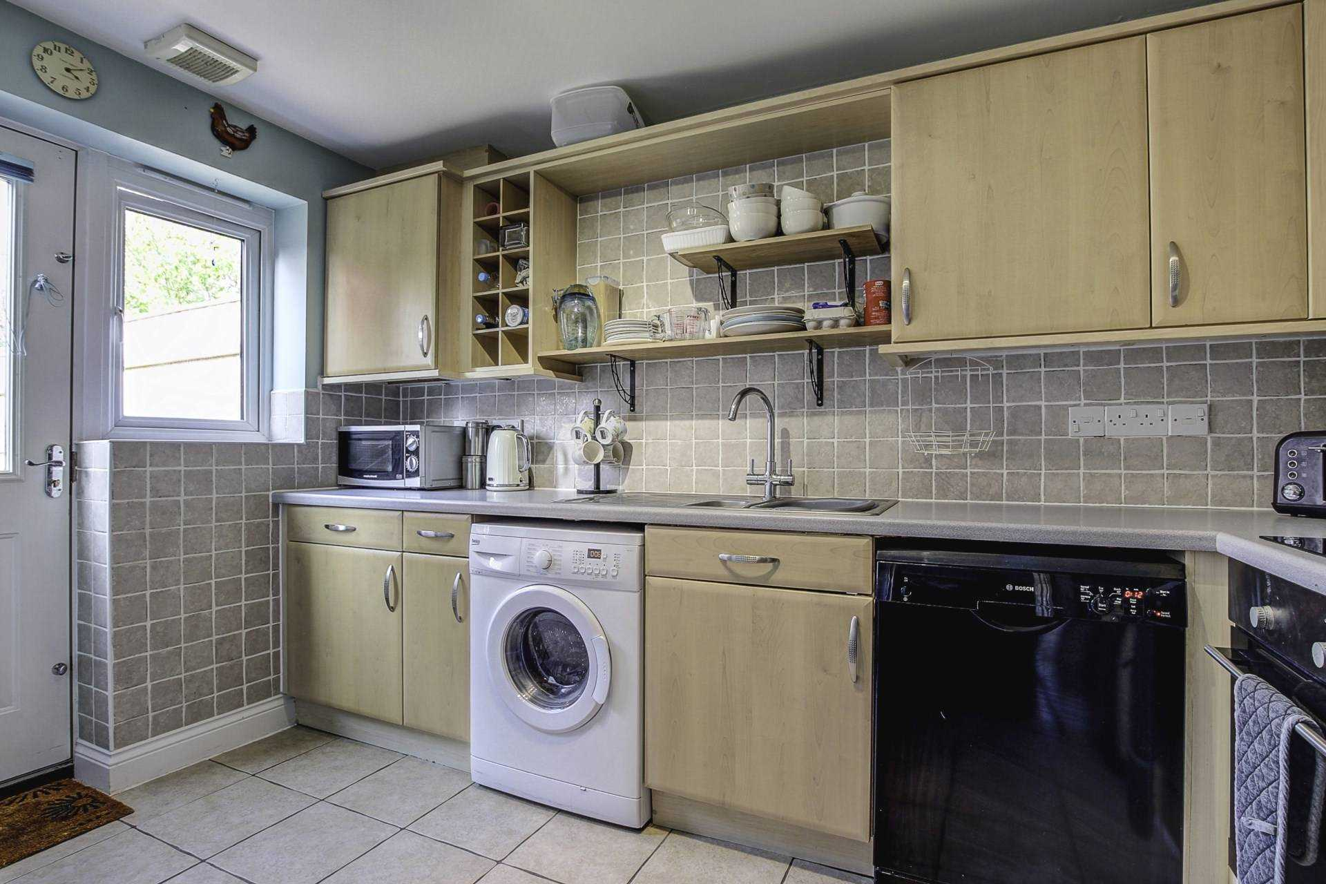 3 bed terraced house for sale in Cobham Road, Blandford Forum 2