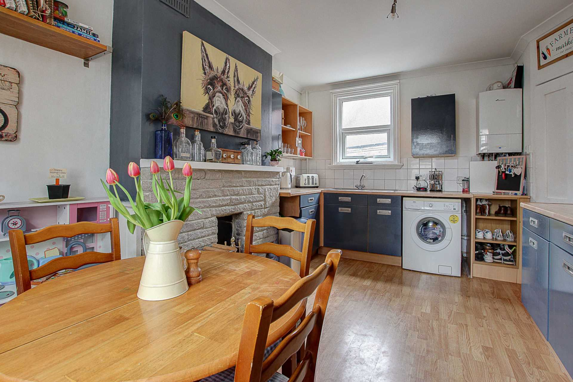 2 bed flat for sale in Salisbury Street, Blandford Forum  - Property Image 2