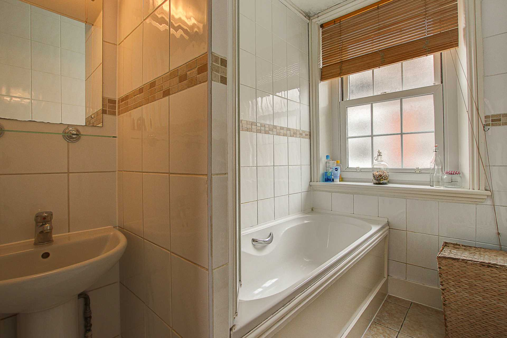 2 bed flat for sale in Salisbury Street, Blandford Forum  - Property Image 6