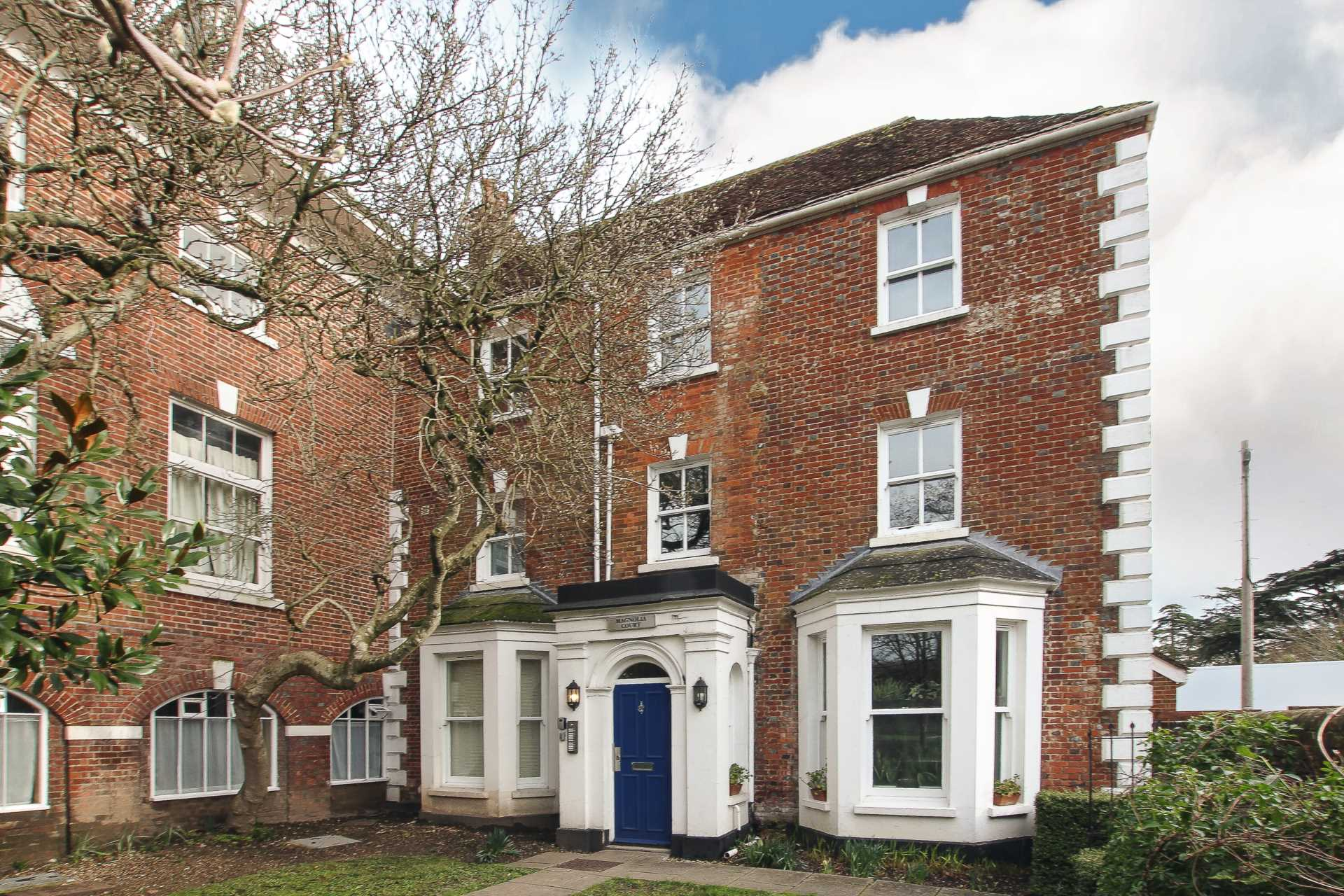 1 bed studio flat to rent in Magnolia Court, West Street, Blandford Forum  - Property Image 2
