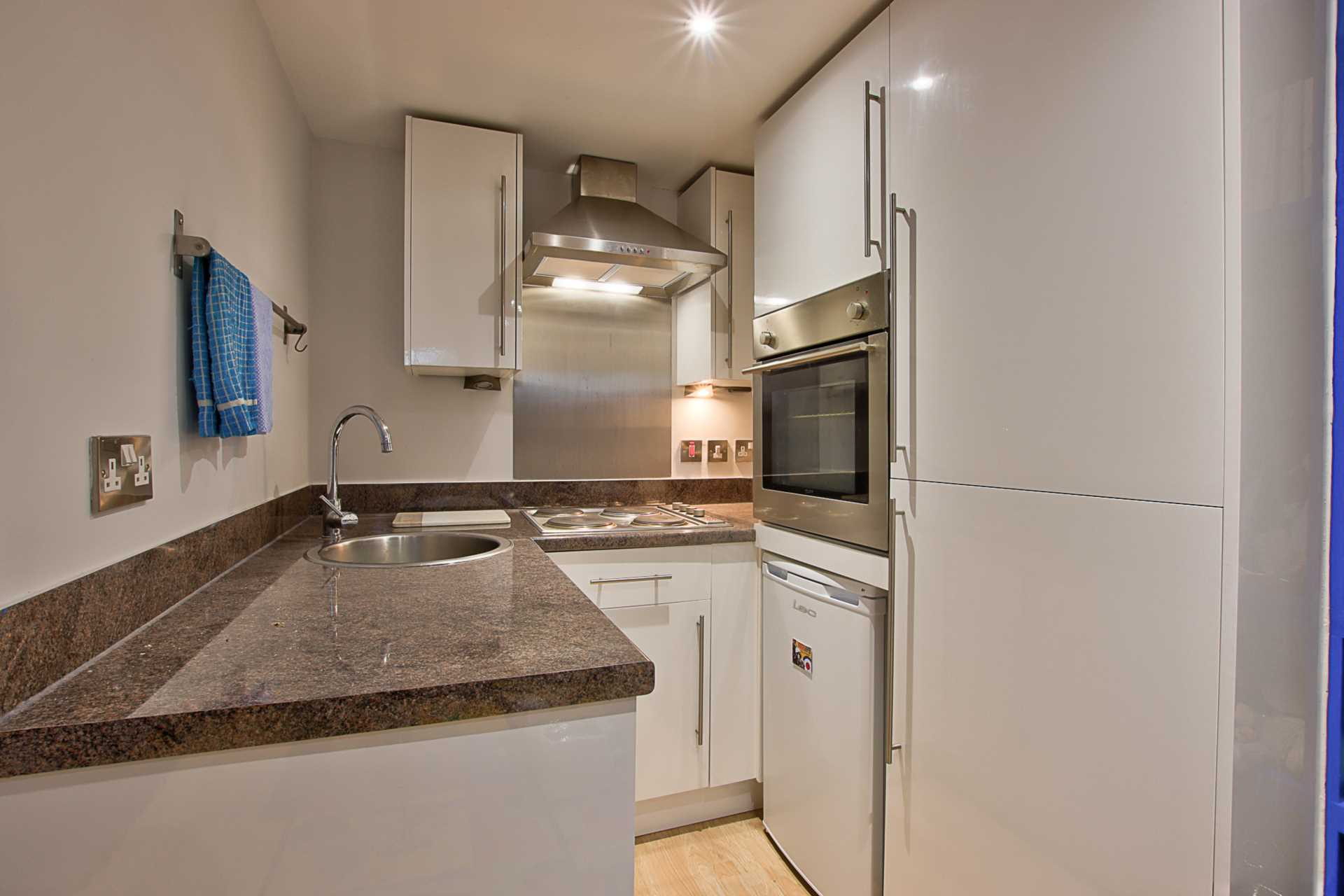 1 bed studio flat to rent in Magnolia Court, West Street, Blandford Forum  - Property Image 5