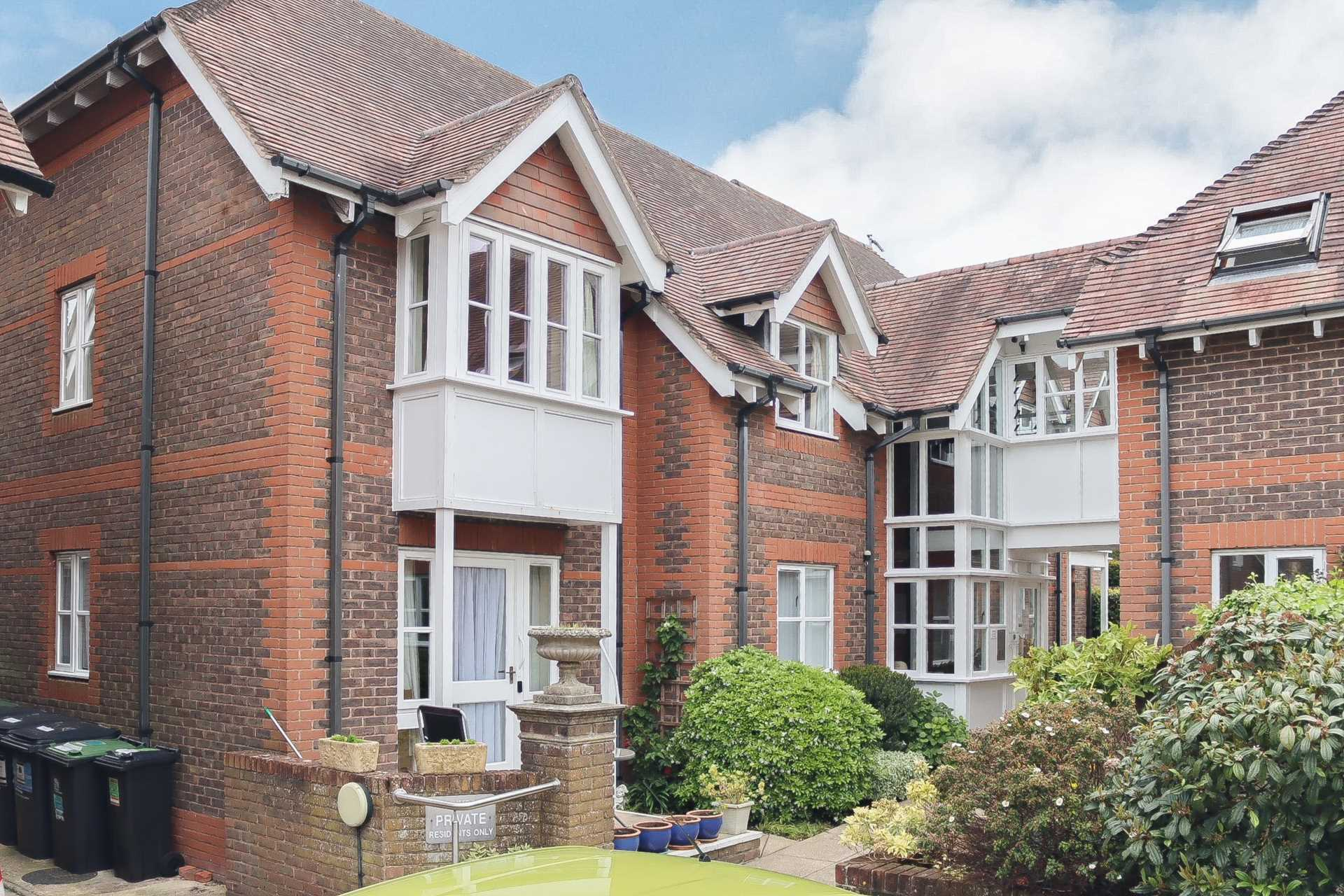 2 bed retirement property for sale in Whitecliffe Court, Blandford Forum, Blandford Forum - Property Image 1