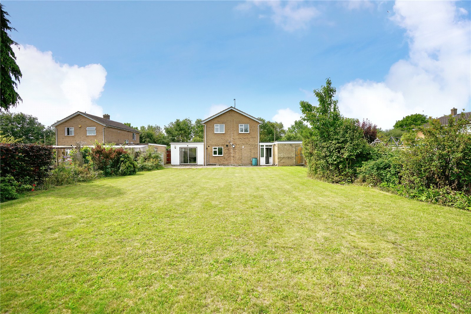 4 bed house for sale in Hemingford Grey, PE28 9ER - Property Image 1