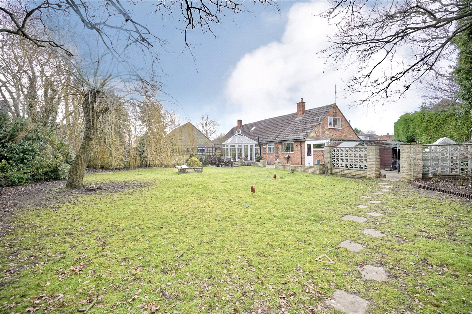 3 bed house for sale in Hemingford Grey, PE28 9BS  - Property Image 1