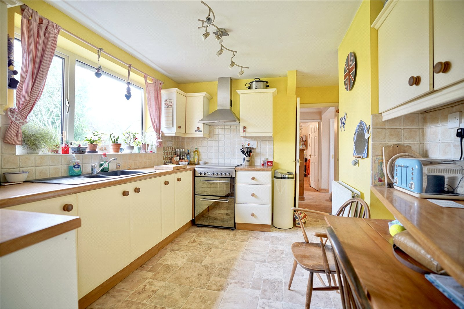 3 bed house for sale in Hemingford Grey, PE28 9BS  - Property Image 5