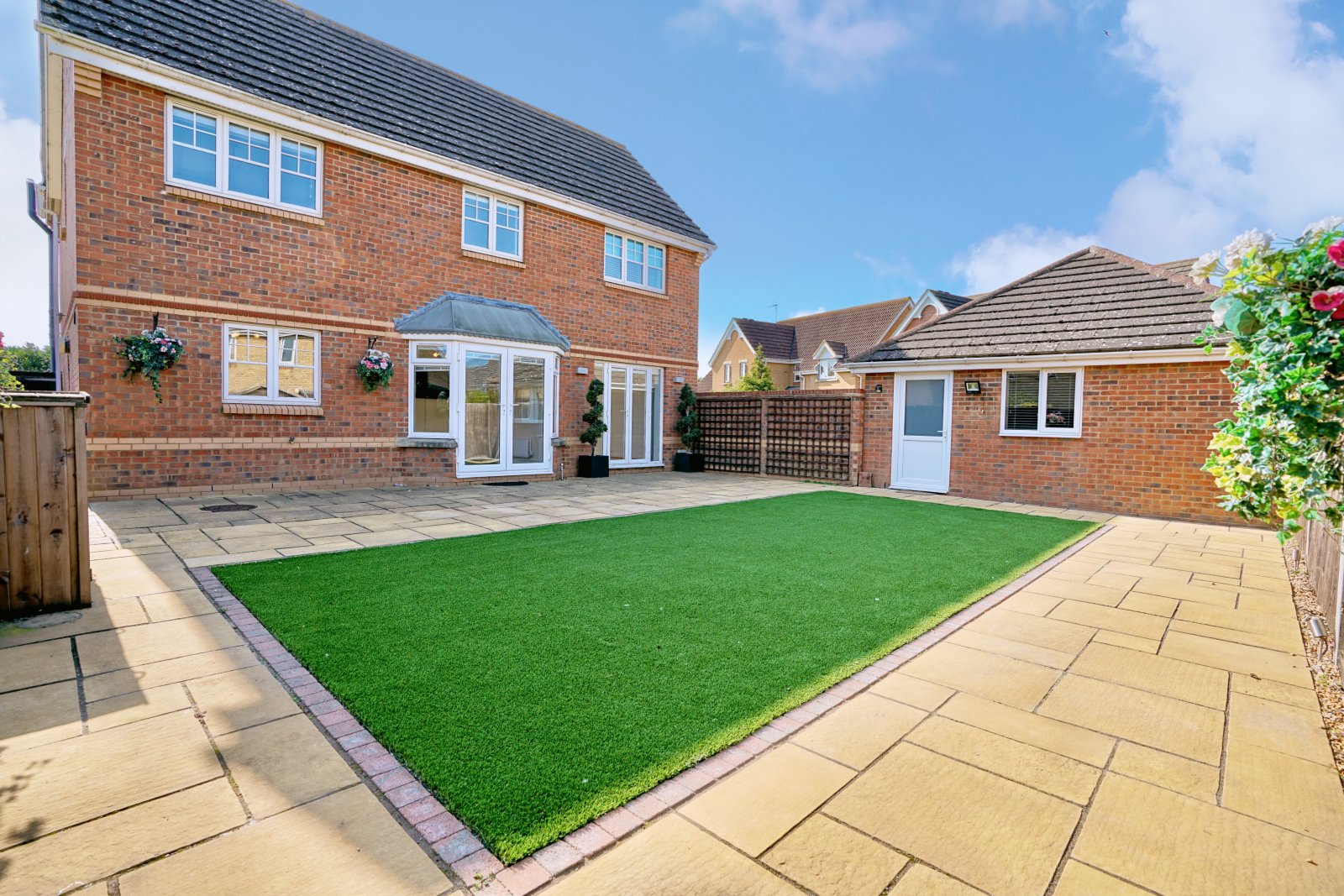 4 bed house for sale in Fenstanton, PE28 9FE  - Property Image 1