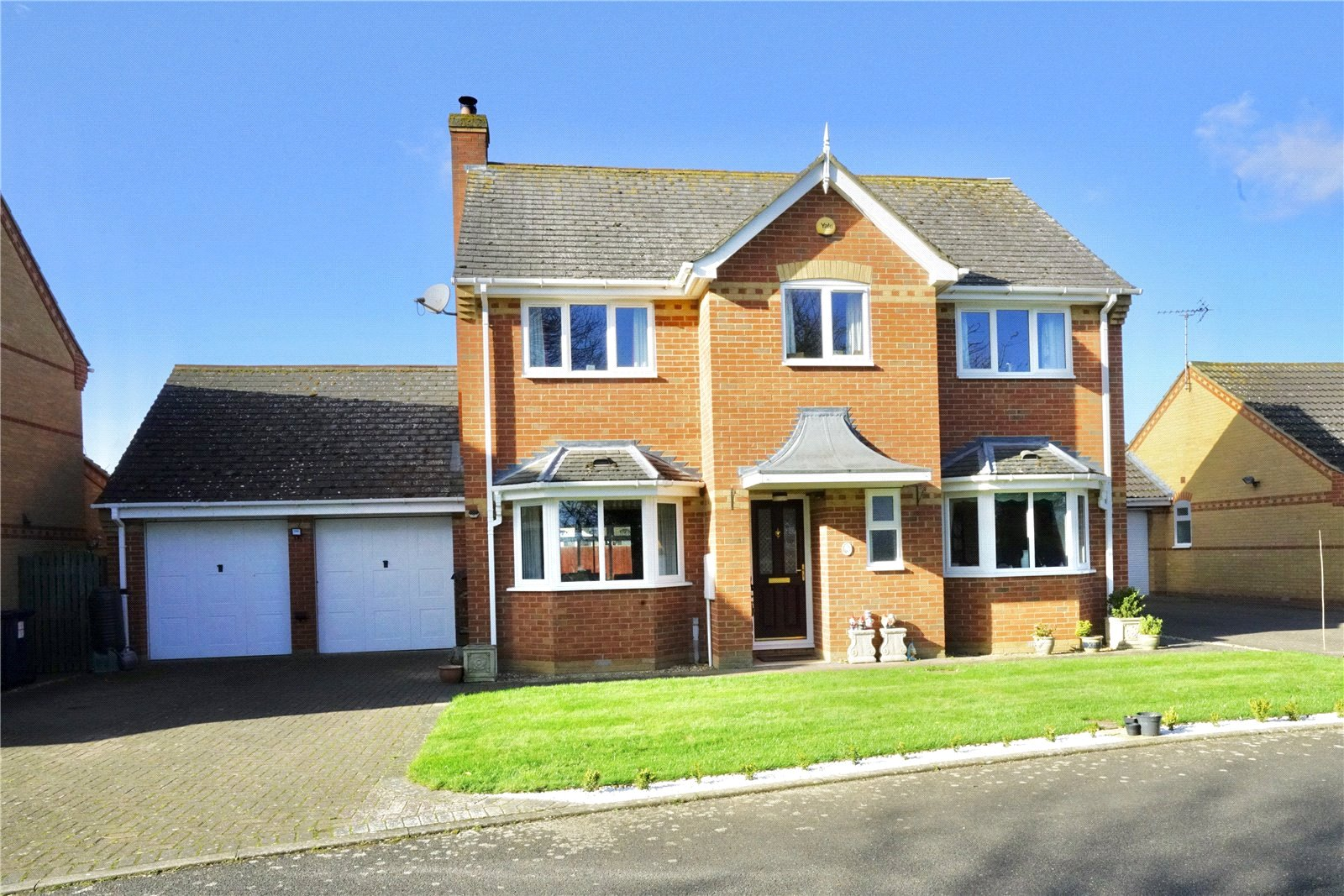 4 bed house for sale in Needingworth, PE27 4UA  - Property Image 1