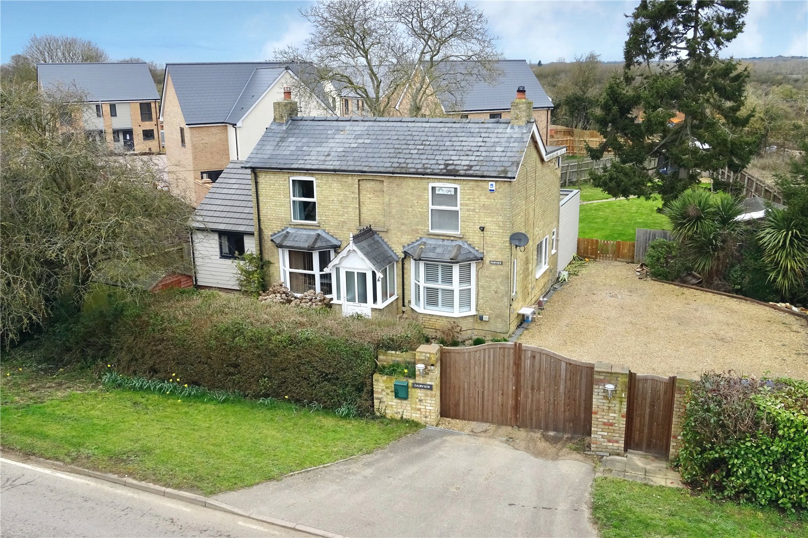 4 bed house for sale in Needingworth, PE27 4TA - Property Image 1