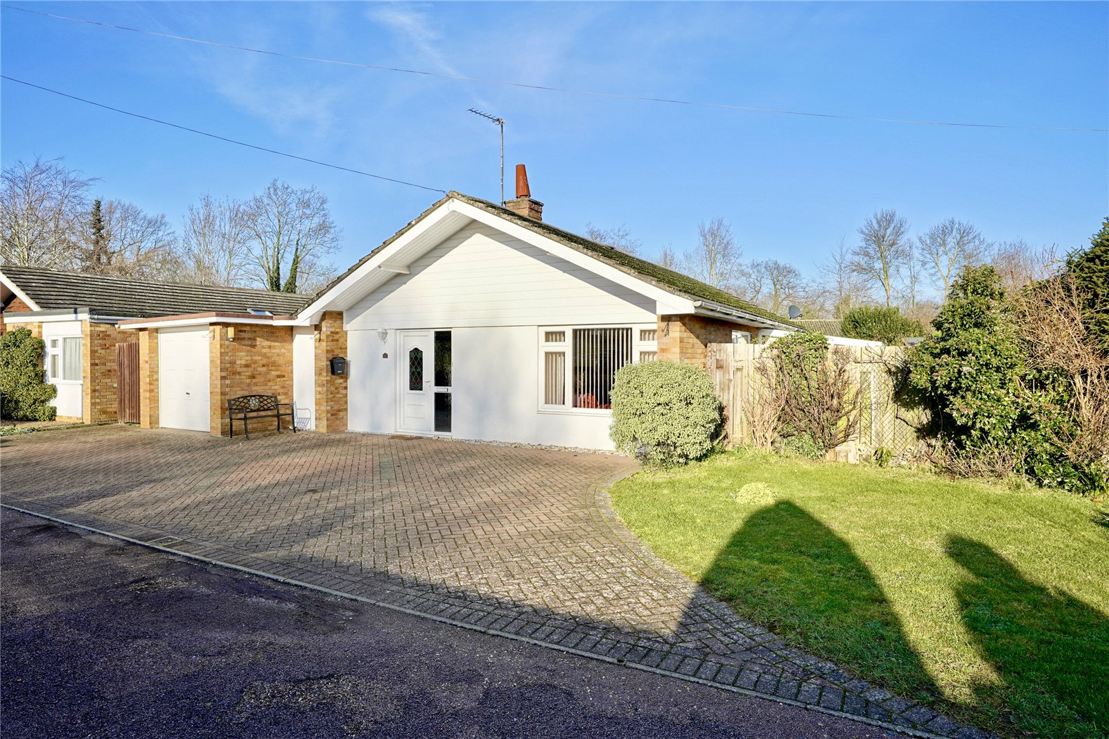 3 bed bungalow for sale in Hemingford Grey, PE28 9EE  - Property Image 1