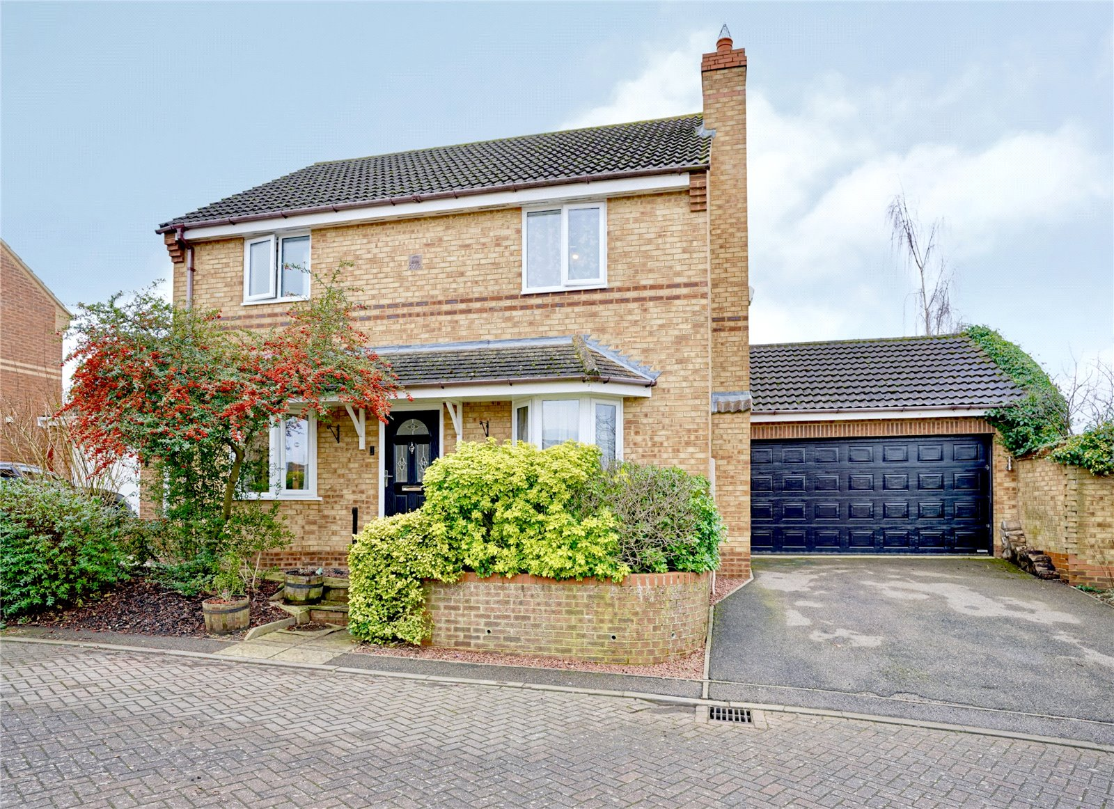 4 bed house for sale in Papworth Everard, CB23 3GW  - Property Image 1