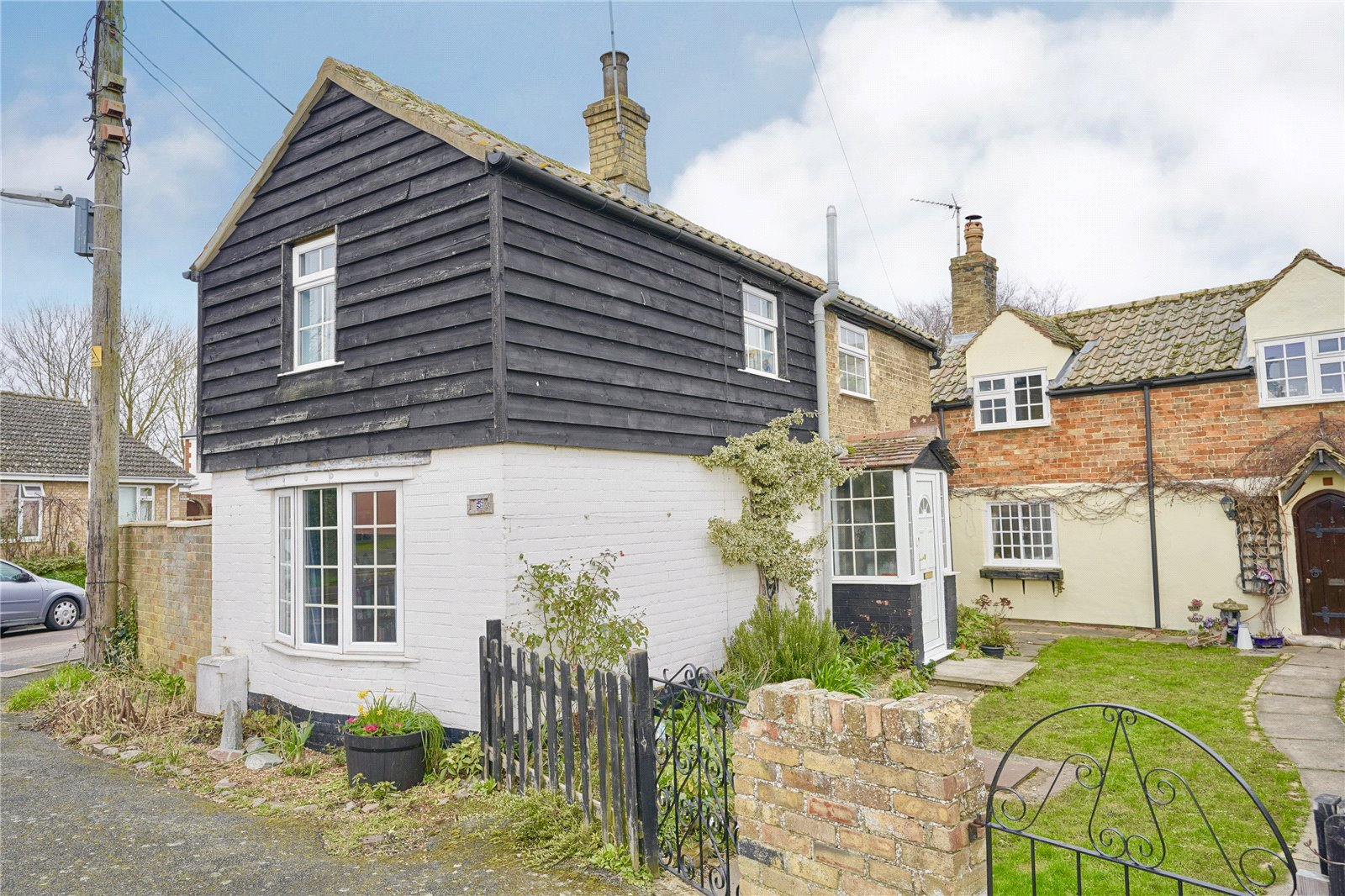 2 bed house for sale in Earith, PE28 3PT  - Property Image 1