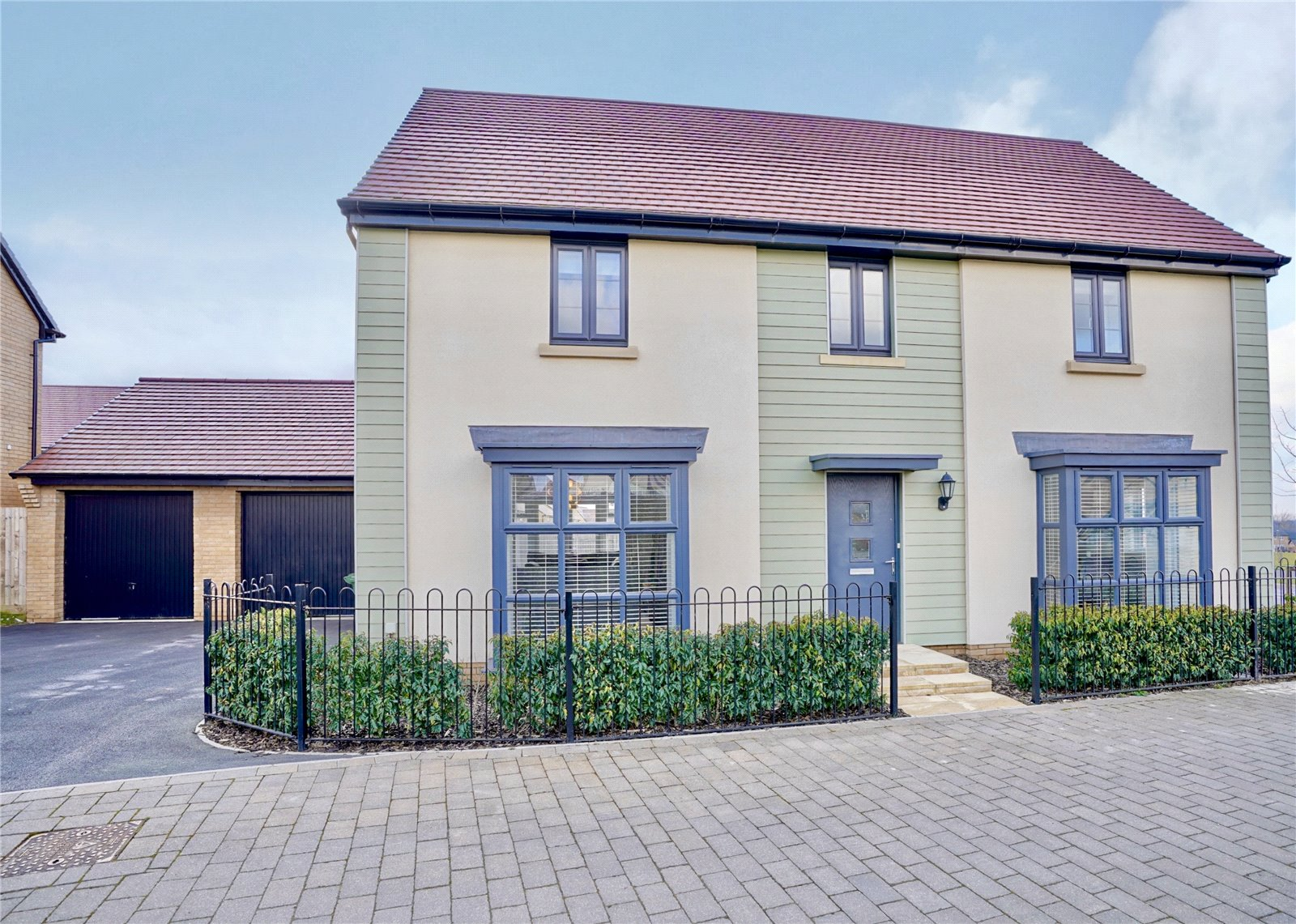 5 bed house for sale in Godmanchester, PE29 2NG - Property Image 1