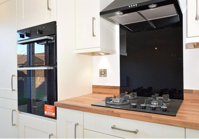 3 bed house for sale in Bluntisham, PE28 3LE  - Property Image 3