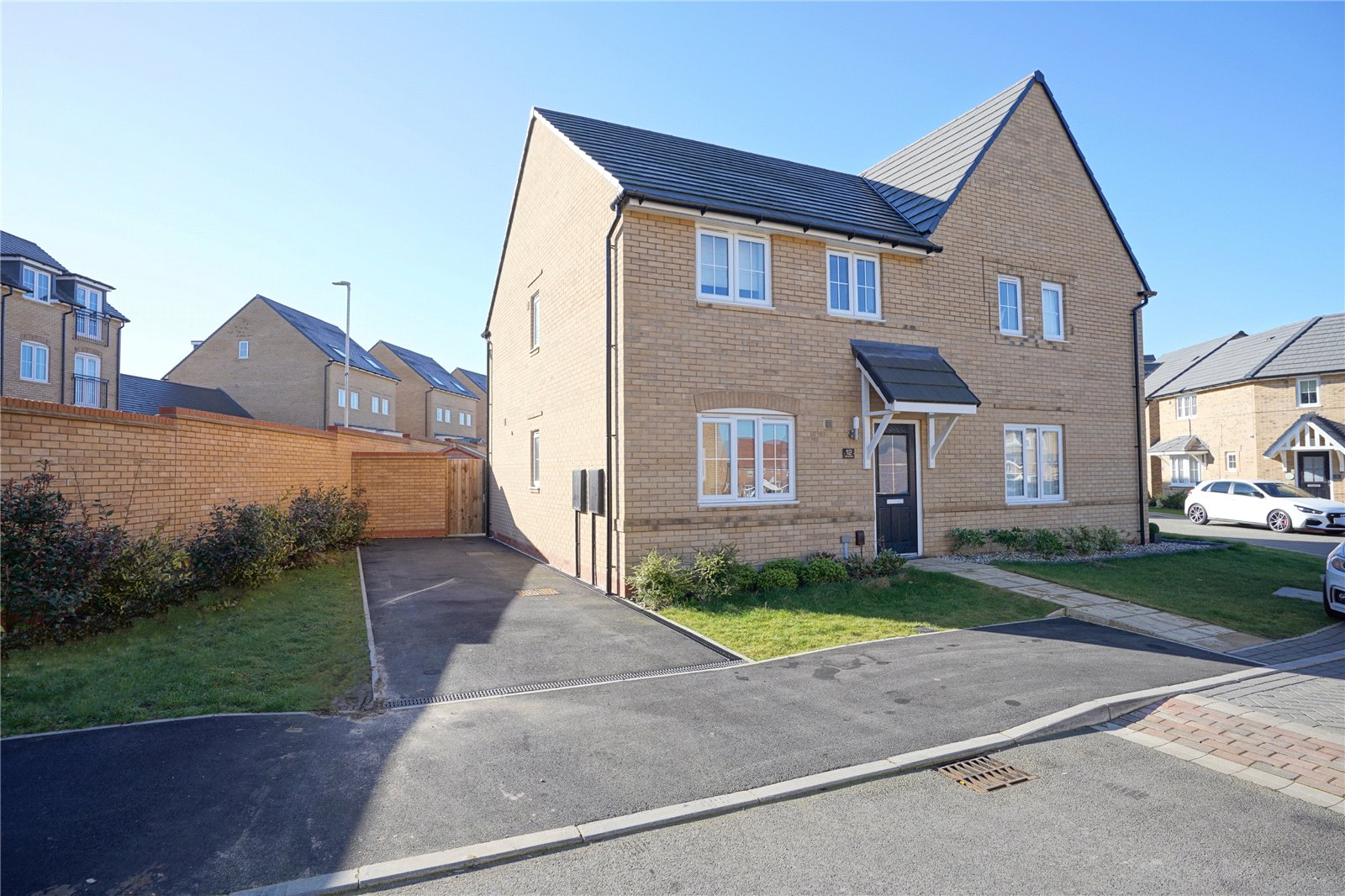 3 bed house for sale in Godmanchester, PE29 2NW - Property Image 1