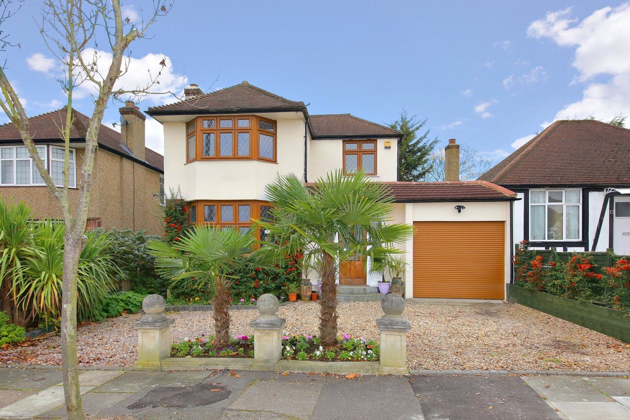 3 bed house for sale in Mill Hill, NW7 2BN  - Property Image 1