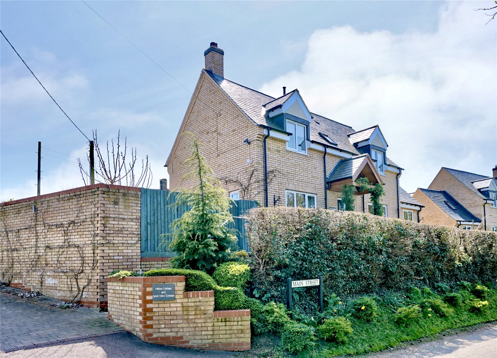 4 bed house for sale in Upton, PE28 5YB  - Property Image 1
