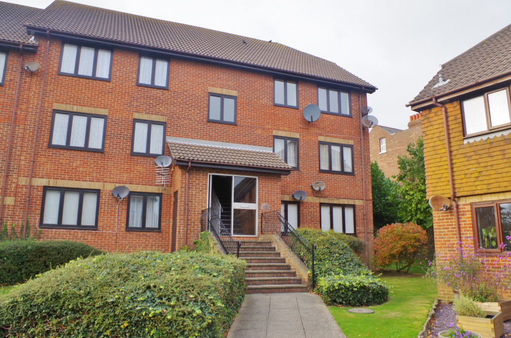 2 bed flat to rent in Lawrence Court, Dover Road, Folkestone - Property Image 1