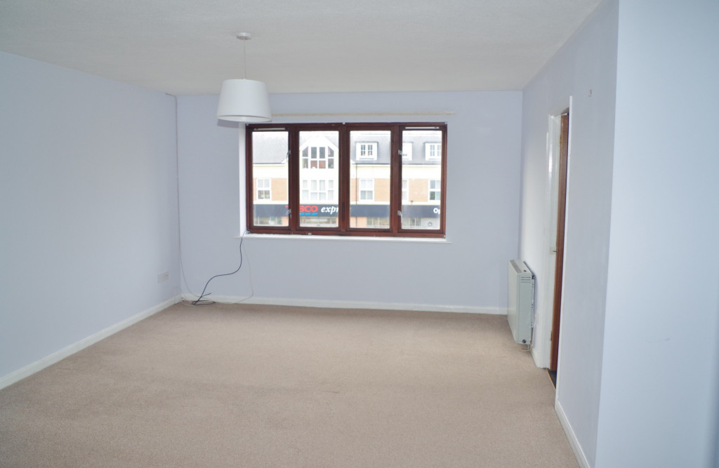 2 bed flat to rent in Lawrence Court, Dover Road, Folkestone 1
