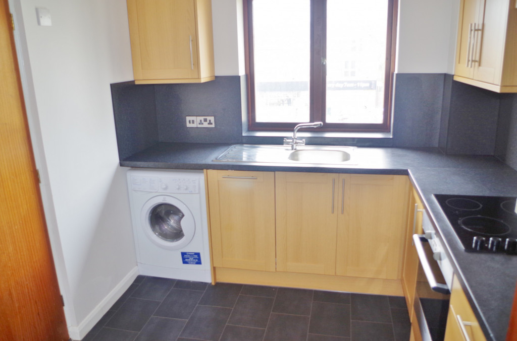2 bed flat to rent in Lawrence Court, Dover Road, Folkestone 2