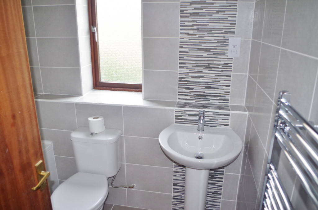 2 bed flat to rent in Lawrence Court, Dover Road, Folkestone 3