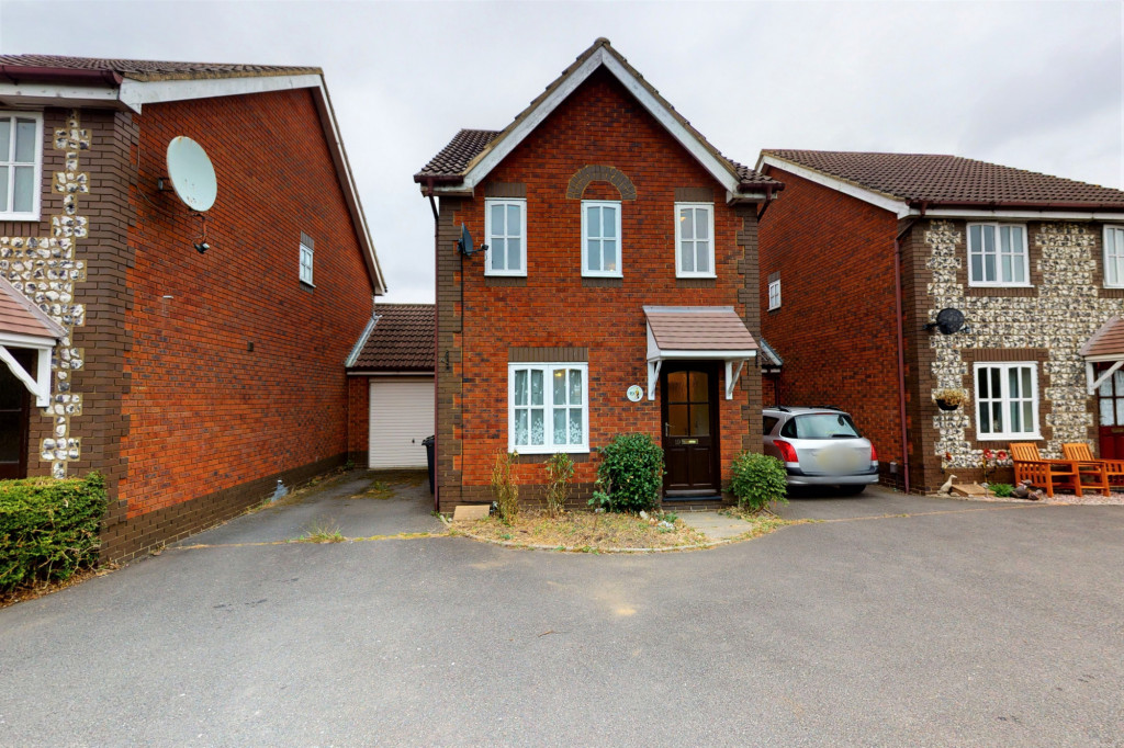 3 bed detached house for sale in Roman Way, Kingsnorth, Ashford  - Property Image 1