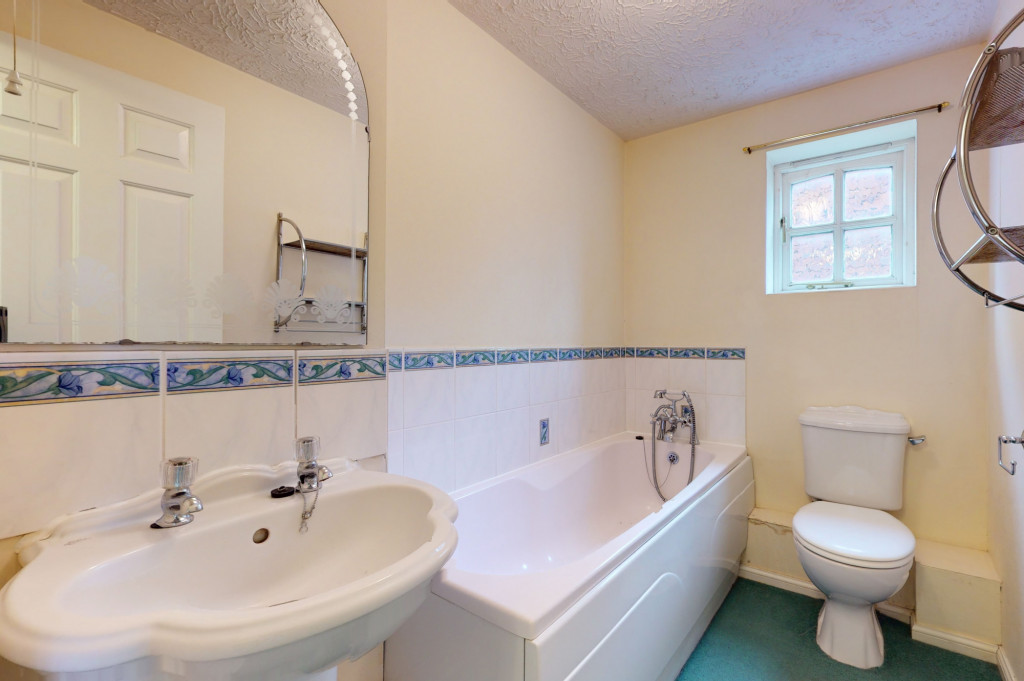 3 bed detached house for sale in Roman Way, Kingsnorth, Ashford 9