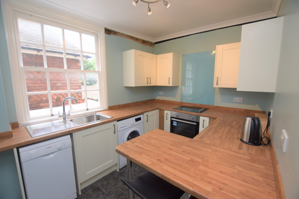 3 bed apartment to rent in North Street, Ashford 1
