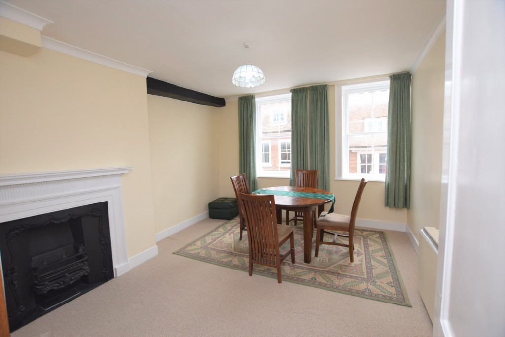 3 bed apartment to rent in North Street, Ashford 3