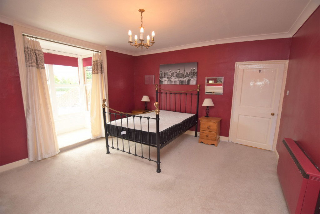 3 bed apartment to rent in North Street, Ashford 4
