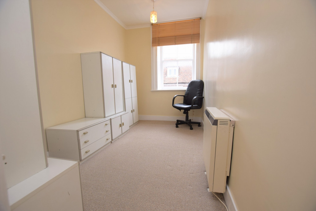 3 bed apartment to rent in North Street, Ashford 6