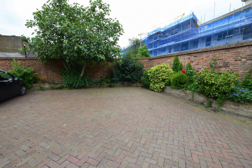3 bed apartment to rent in North Street, Ashford 7