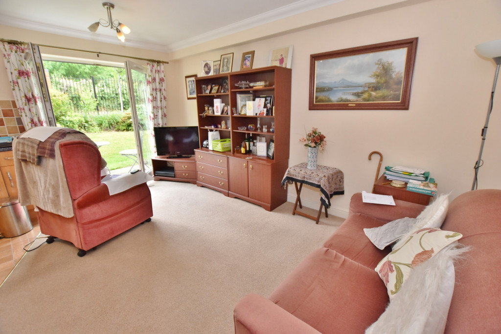 1 bed retirement property to rent in Windsor Court, Hoxton Close, Ashford 3