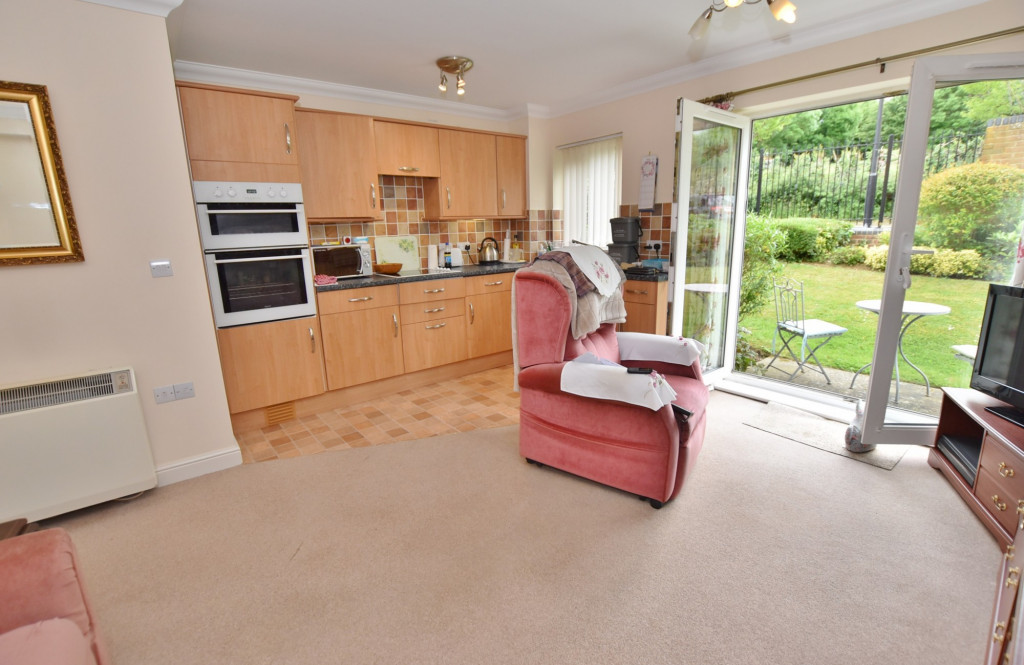 1 bed retirement property to rent in Windsor Court, Hoxton Close, Ashford 4