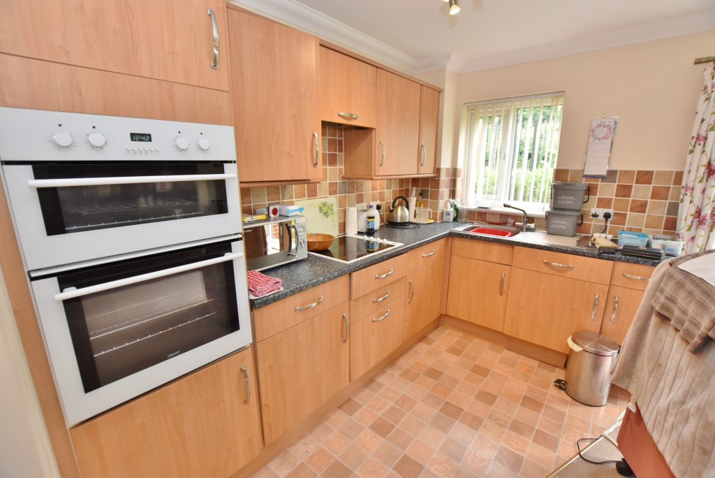 1 bed retirement property to rent in Windsor Court, Hoxton Close, Ashford 5