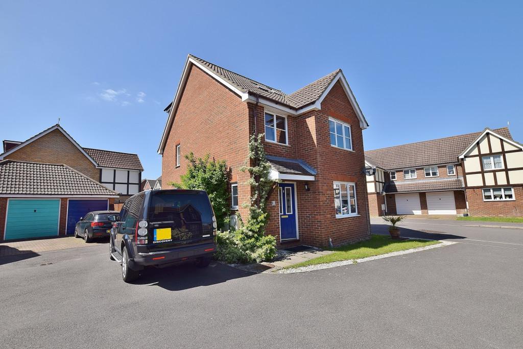 5 bed detached house for sale in Acorn Close, Park Farm, Ashford  - Property Image 1
