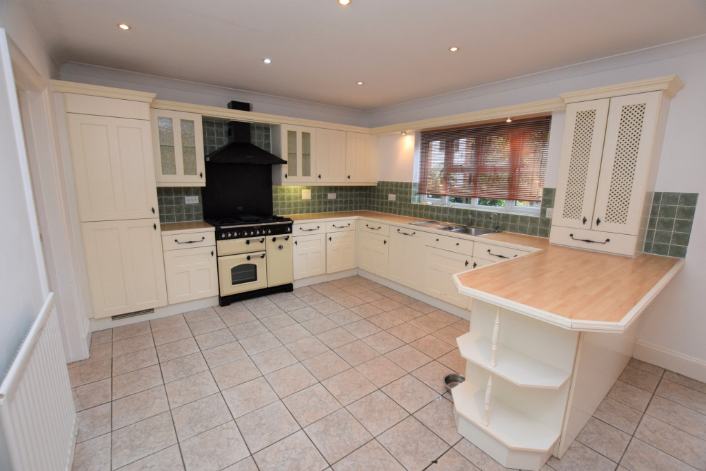 4 bed detached house to rent in Millstream Green, Ashford 0
