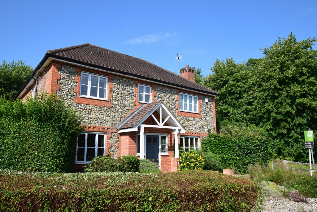 4 bed detached house to rent in Millstream Green, Ashford 1