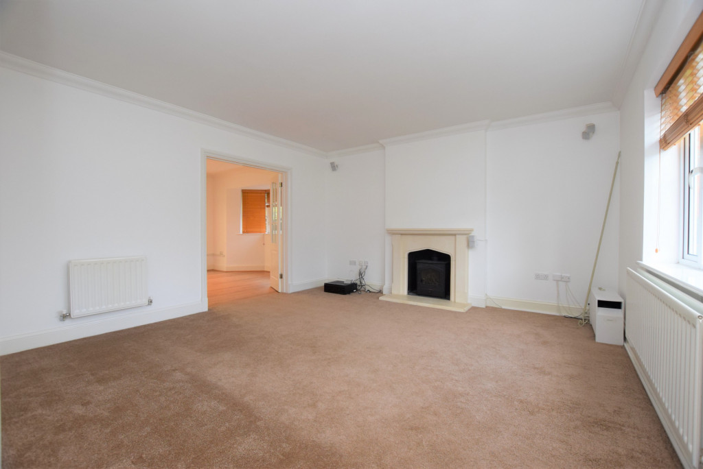 4 bed detached house to rent in Millstream Green, Ashford 2