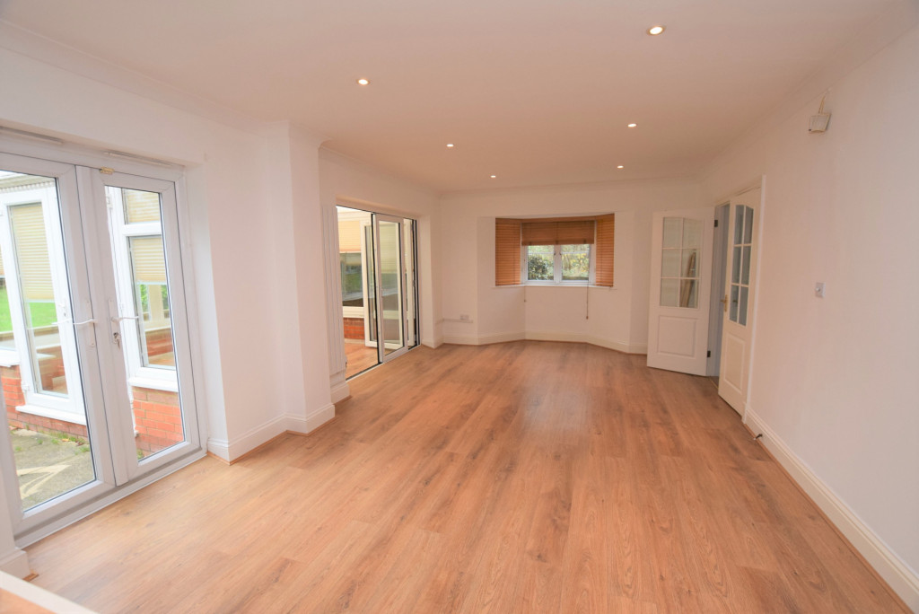 4 bed detached house to rent in Millstream Green, Ashford 3