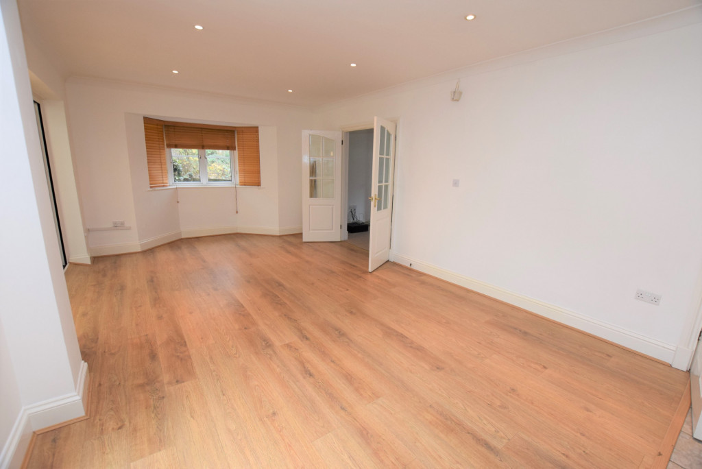 4 bed detached house to rent in Millstream Green, Ashford 4