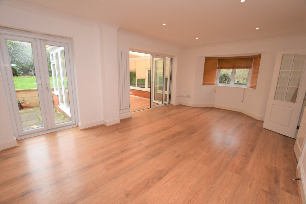 4 bed detached house to rent in Millstream Green, Ashford 5