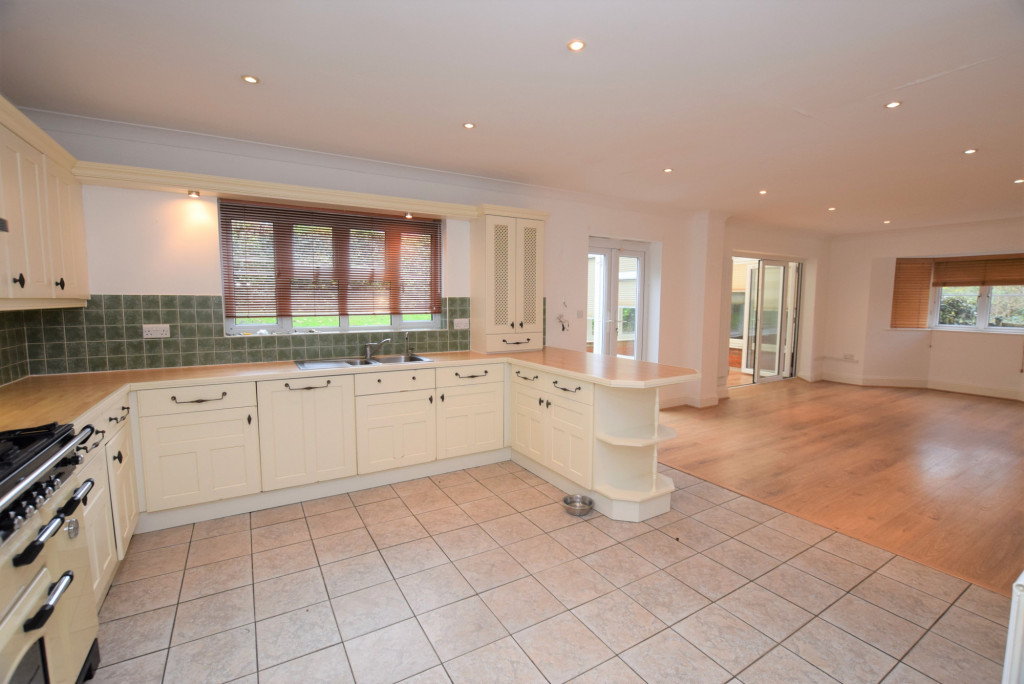 4 bed detached house to rent in Millstream Green, Ashford 6