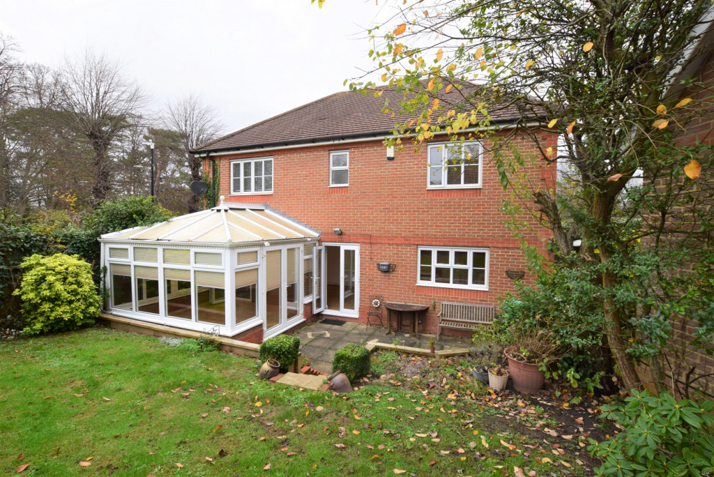 4 bed detached house to rent in Millstream Green, Ashford 18