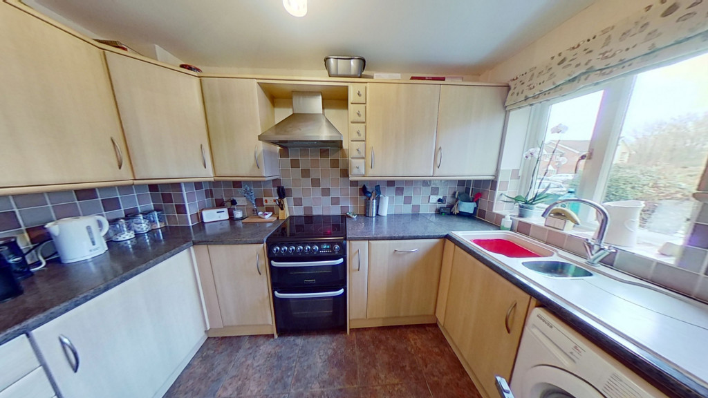 2 bed terraced house for sale in Park Wood Close, Ashford 2